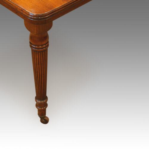 Edwardian walnut dining table,2