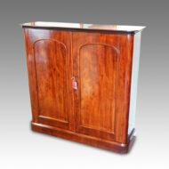 Victorian mahogany 2 door cupboard