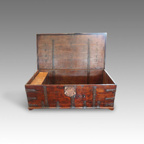 antique colonial hardwood coffee table trunk hingstons