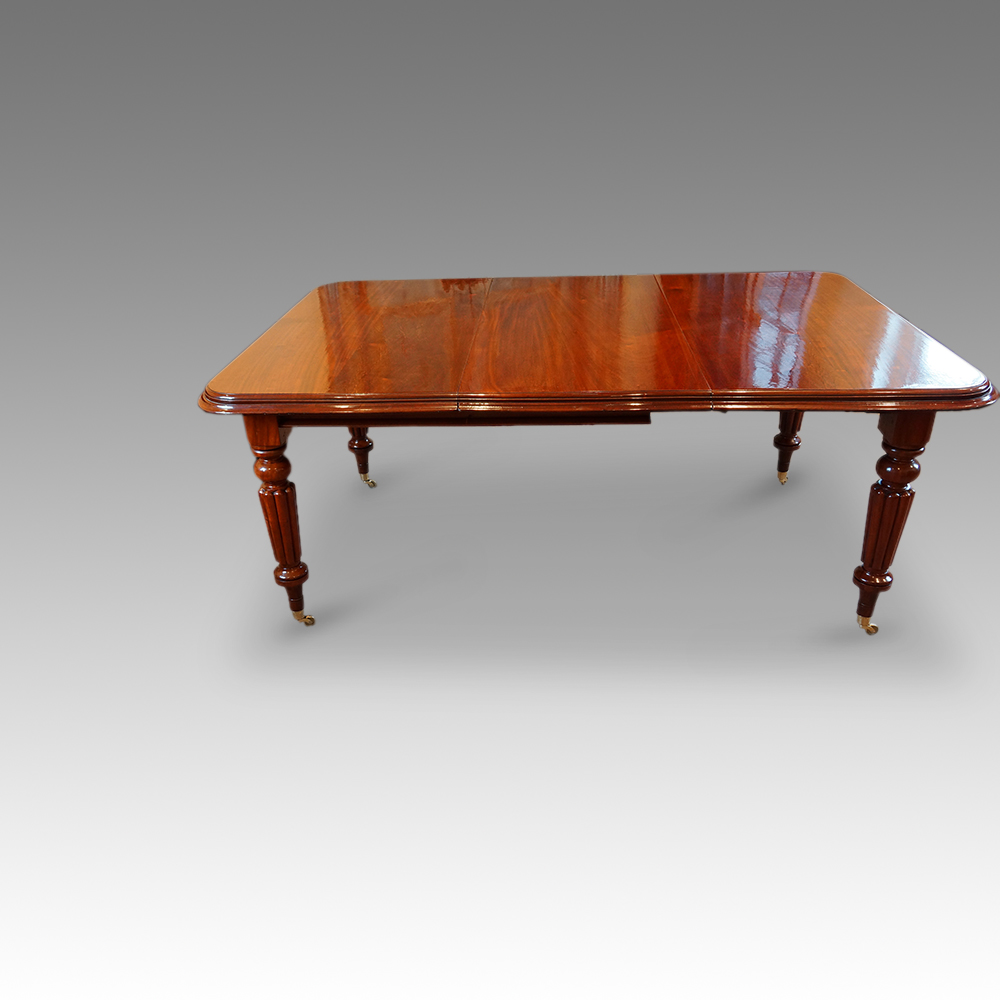 Victorian mahogany extending dining table Hingstons  : Victorian mahogany extendingdining table with 1 extra leaf7 from www.hingstons-antiques.co.uk size 1000 x 1000 jpeg 217kB