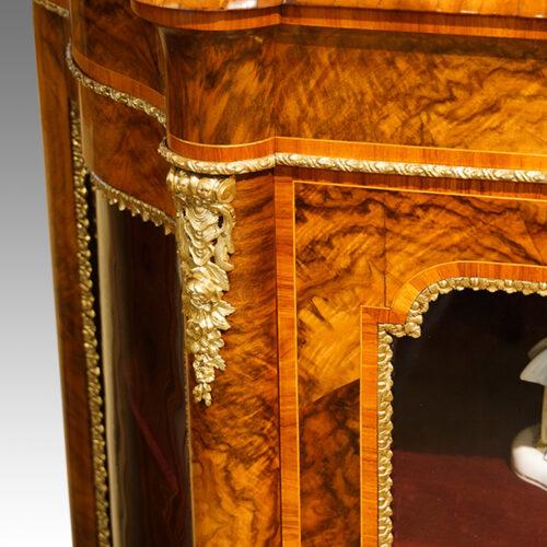 Victorian cabinet in walnut