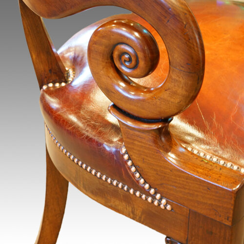 Scroll arm on desk chair