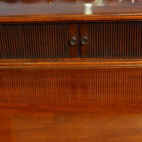 Edwardian mahogany gentlemans dressing chest tambour closed