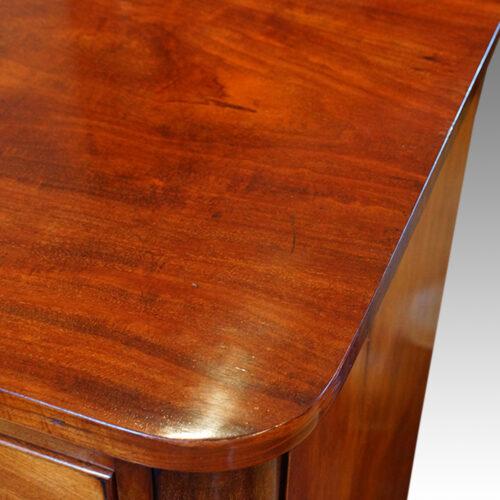 Large Victorian mahogany chest of drawers round corners