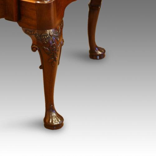 Cabriole leg