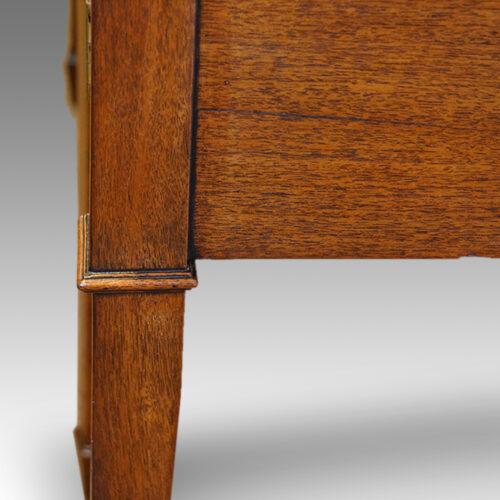 Georgian serpentine mahogany inlaid sideboard leg moulding
