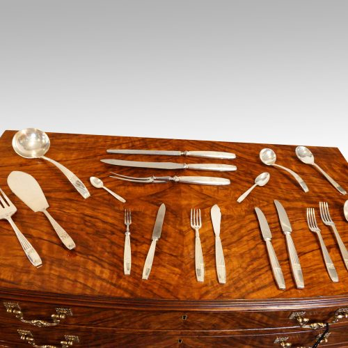 Walnut 12 sitting canteen of cutlery showing selectio