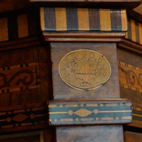 Continental amboyna inlaid display cabinet inlaid motif