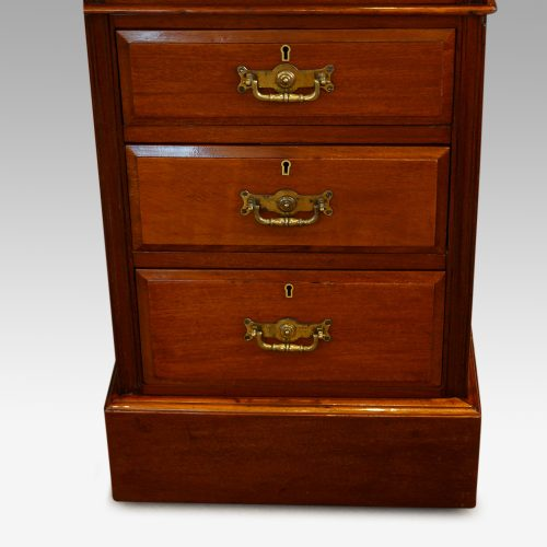 Edwardian mahogany pedestal desk 153cms wide detail drawers