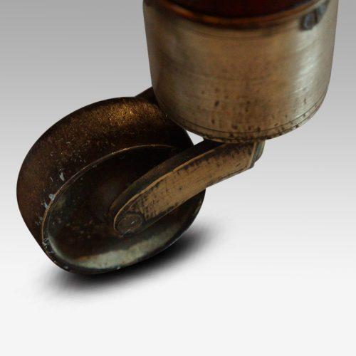 19thc. mahogany fluted leg extending dining table castor