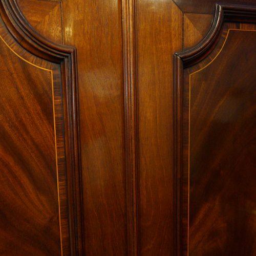 George III mahogany linen press dividing bar