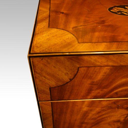 George III mahoangy inlaid casket top corner