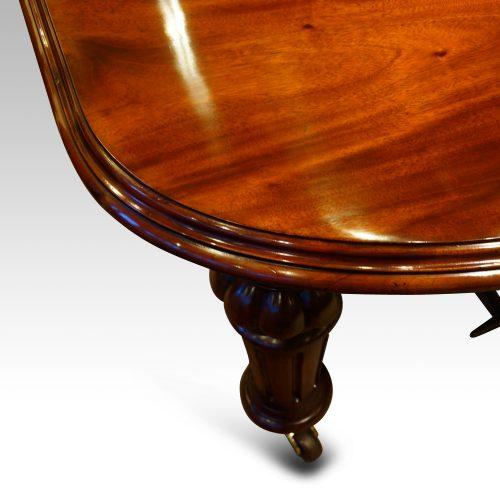 Victorian mahogany 10+ seat dining table corner
