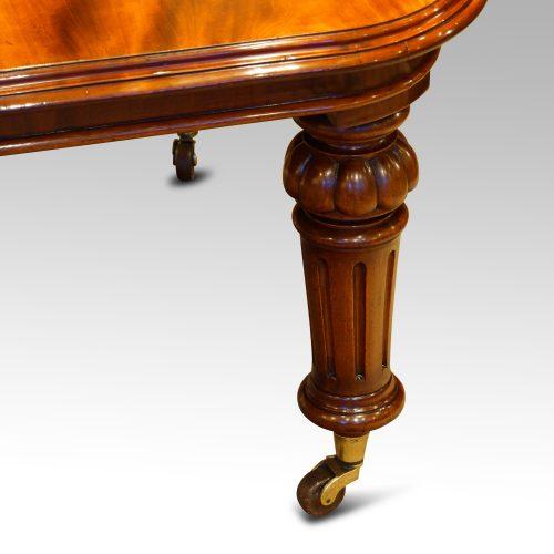 Victorian mahogany 10+ seat dining table turned leg